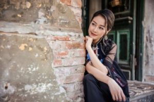 MC Phí Linh khoe eo thon gái một con