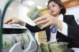 Doanh số và lãi suất ngân hàng vay mượn lẫn nhau tăng cao