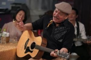 Nhạc sĩ Trần Tiến – người đàn ông xù xì tuổi 70 khóc vì nhớ mẹ