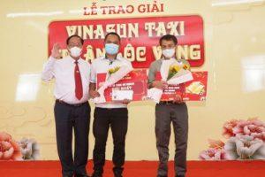 """Taxi Vinasun """"tri ân lộc vàng"""" cho hành khách và lái xe nhân dịp năm mới"""