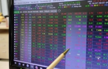 HoSE giao dịch 'mượt' hơn, VN-Index vẫn mất 9 điểm