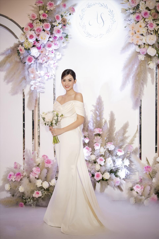 Giải trí - Sau đám cưới bạc tỷ, chồng Á hậu Tường San vẫn là một ẩn số